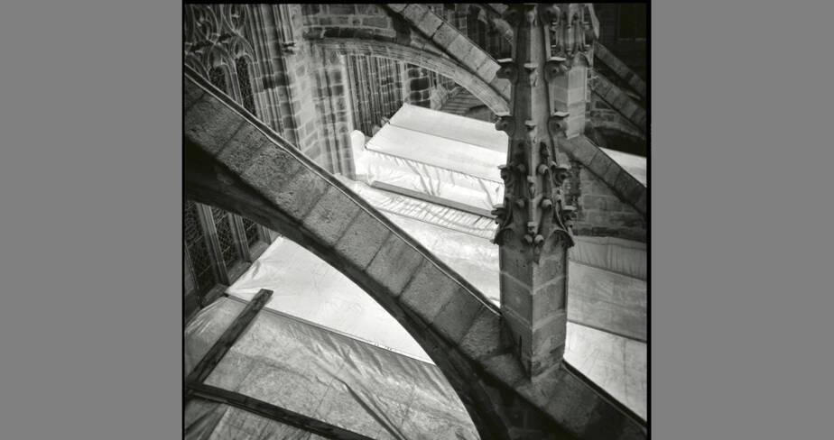 Le parapluie sur les terrasses vu de la tour ouest