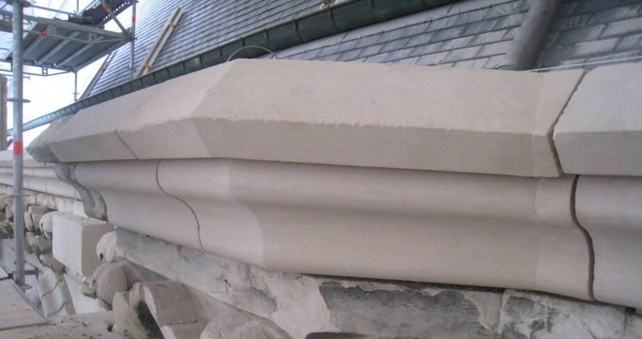 Le socle de la balustrade supérieure