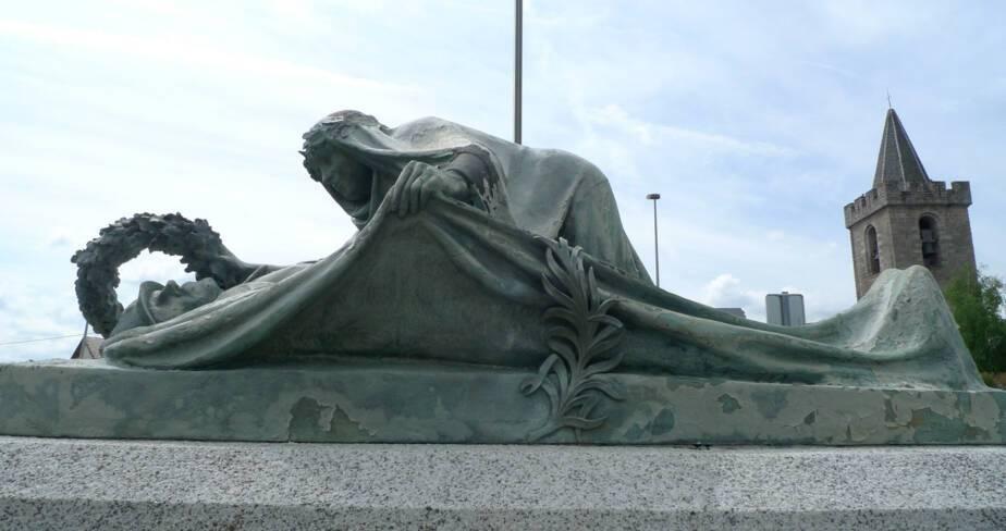 Monument aux morts de Saint-Chély-d'Apcher (48)