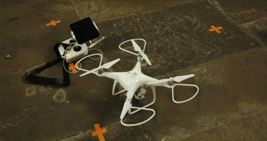 Le drone et sa radio-commande