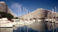 Marina Baie des Anges - Villeneuve-Loubet, port de plaisance ceinturé par les bâtiments Commodore et Ducal