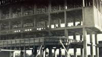 Façade nord, détail sur l'ossature poteaux-poutres vers 1951