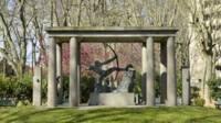 Toulouse (31). Monument en mémoire des sportifs morts au combat et d'Alfred Mayssonnié