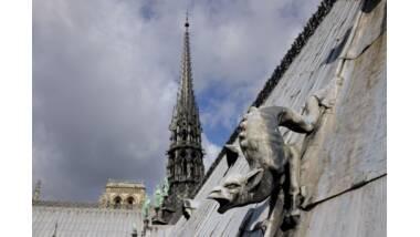 Notre-Dame de Paris, la flèche vue des toits