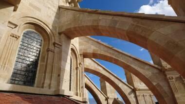Cathédrale de Langres : déambulatoire sud et baies haute du choeur, après restauration