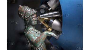 Analyse d'une statuette du trésor des bronzes de Bavay avec le Nouvel Aglaé