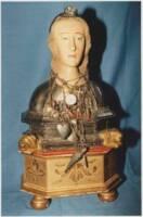 buste-reliquaire de Sainte-Victoire, XVIe siècle, argent sur âme de bois, breloques de matériaux divers.