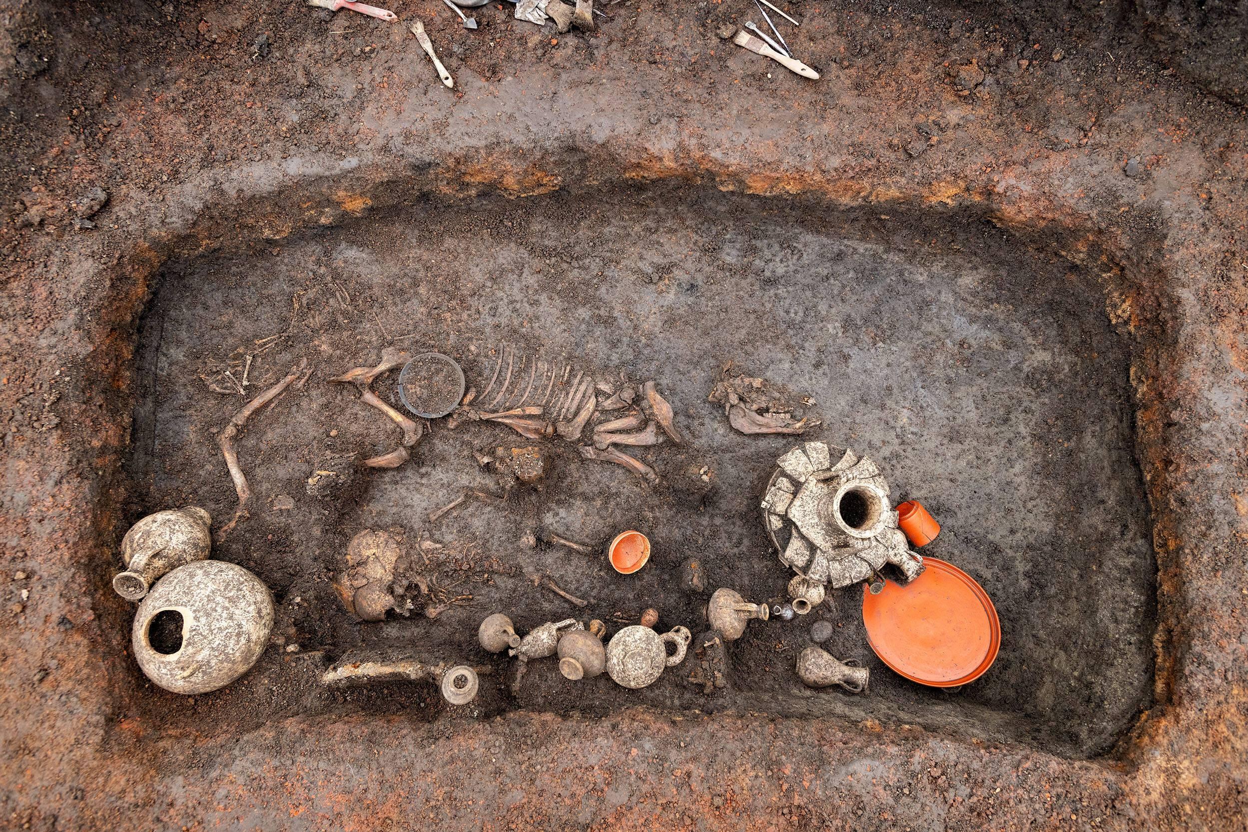 Sépulture antique d'enfant sous l'aéroport de Clermont-Ferrand - Découverte archéologique 2021