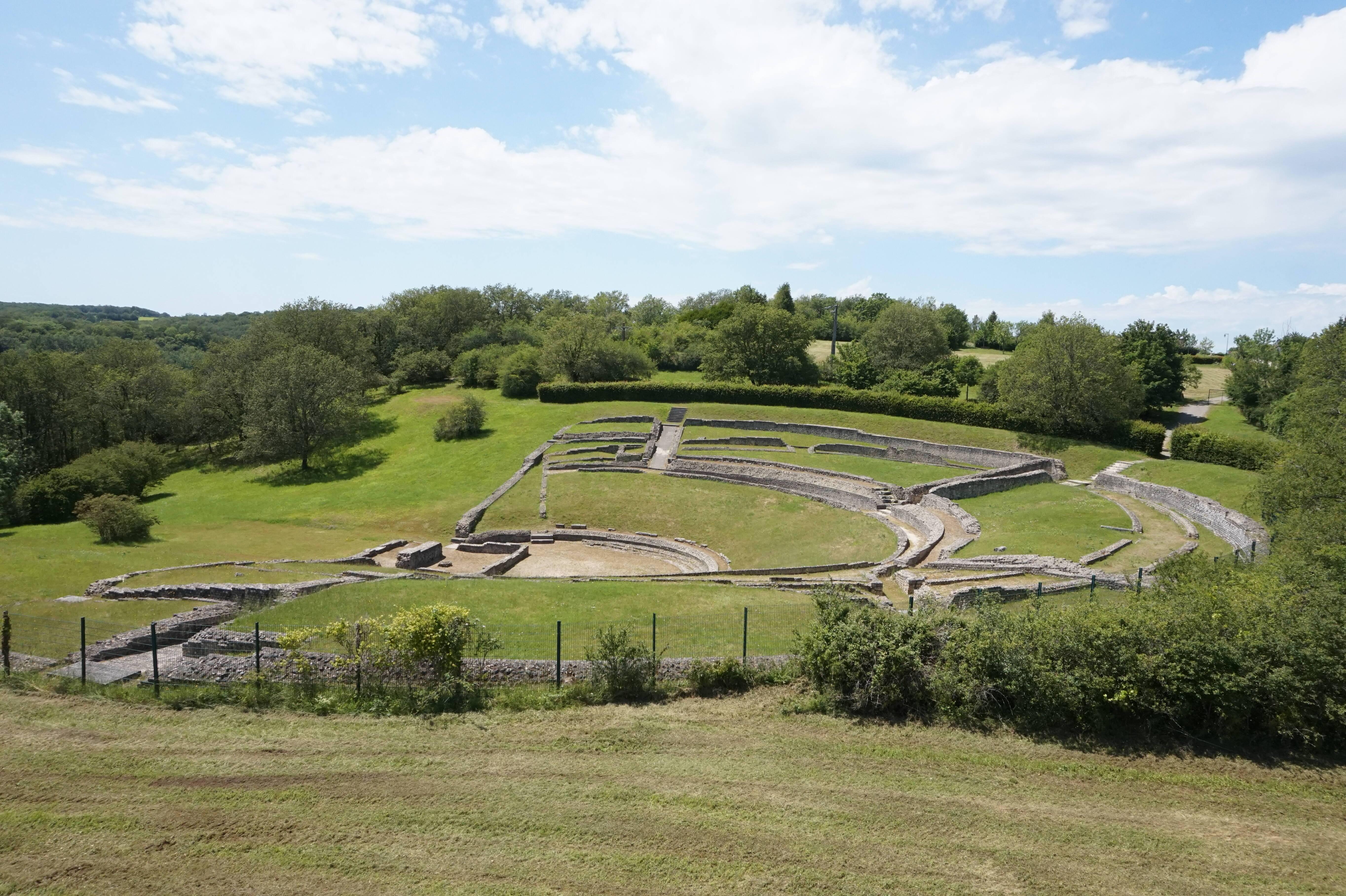 Vestiges du théâtre gallo-romain du Virou (Ier siècle) à Saint-Marcel (36)