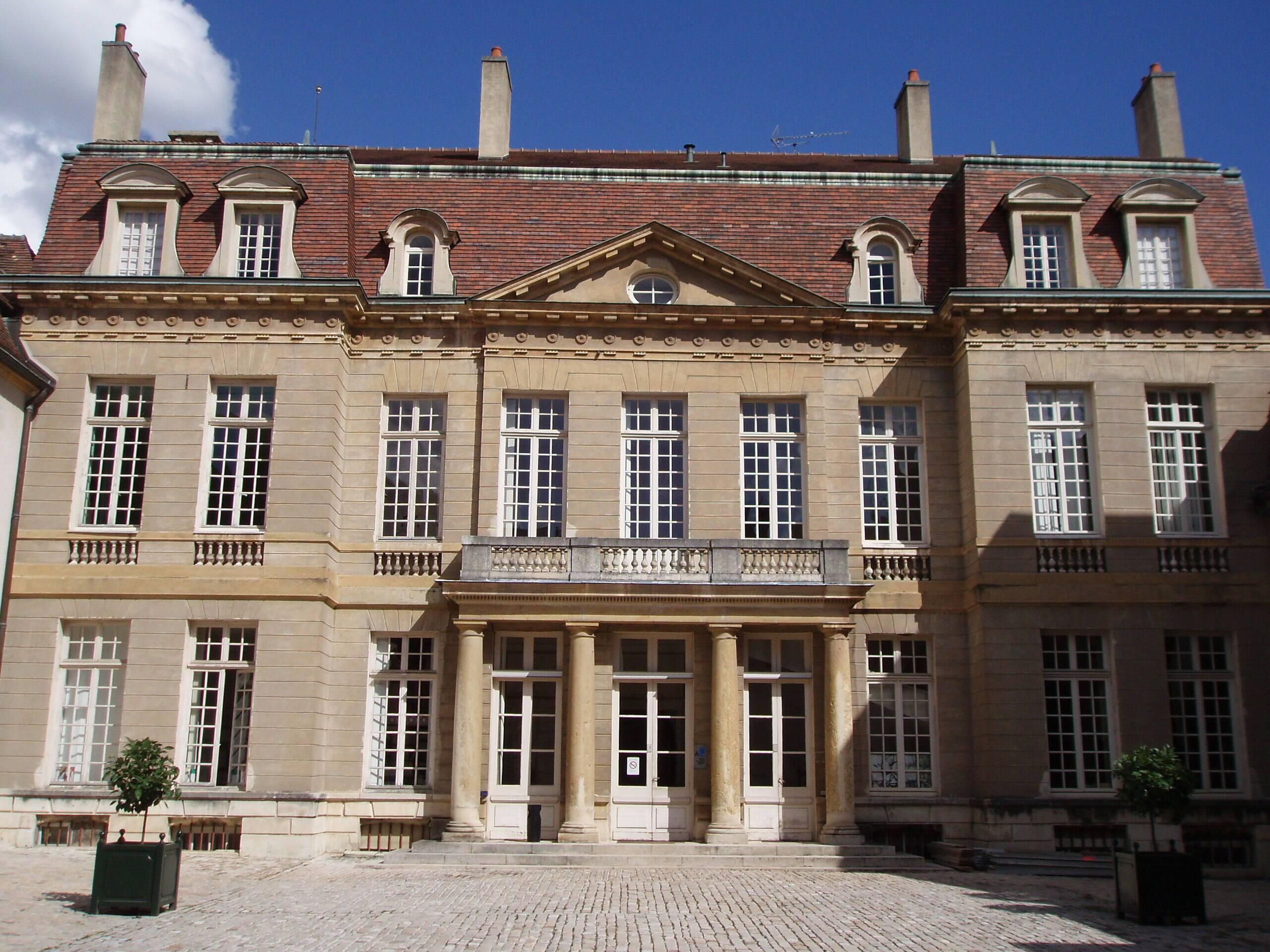 Les hôtels de la famille Chartraire de Montigny