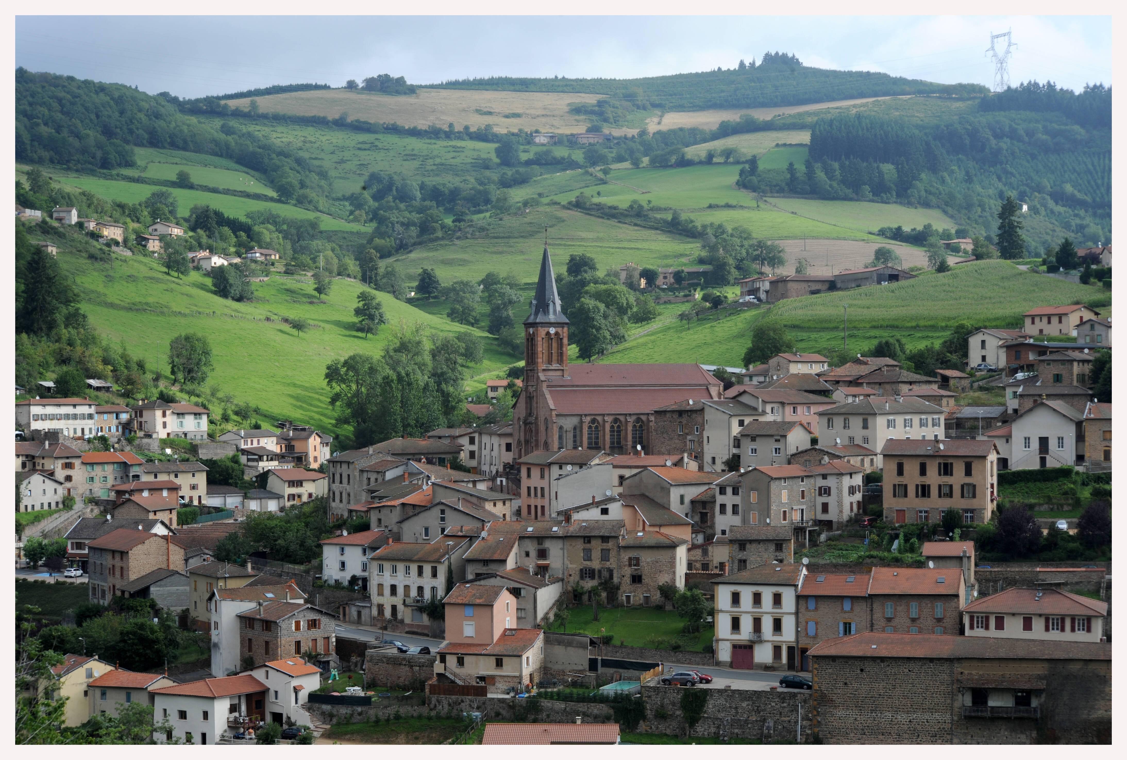 Le village de Valsonne et son église, vus depuis le sud