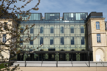Façade de l'entrée de la Médiathèque de l'architecture et du patrimoine