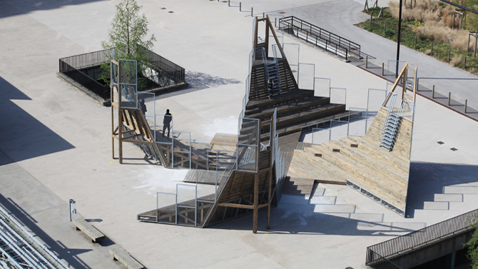 Installation de Mathieu Herbelin sur la dalle de la Grand'Mare, Rouen