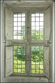 Fenêtre de l'hôtel Dieu de Bayeux (Calvados) - fin du XVIIe siècle