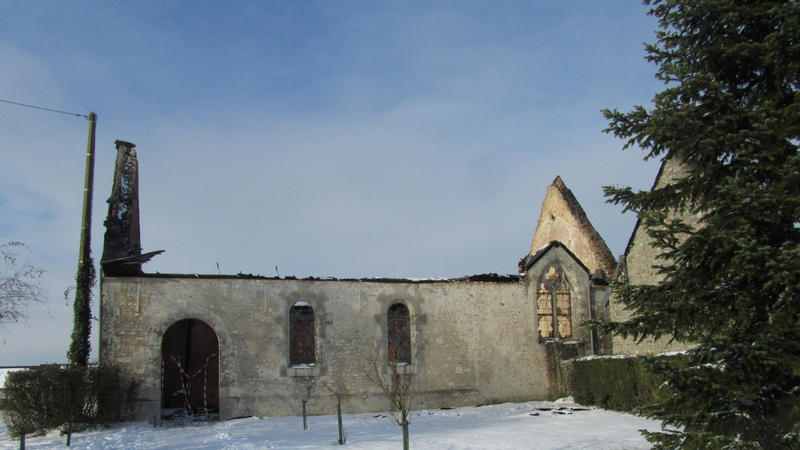 Vue extérieure de l'église photographiée le 5 février après l'incendie