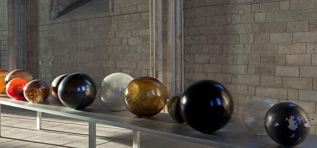 """Exposition """"Les Papesses"""", Palais des Papes, Avignon, 2013. Jana Sterbak, Planètes"""
