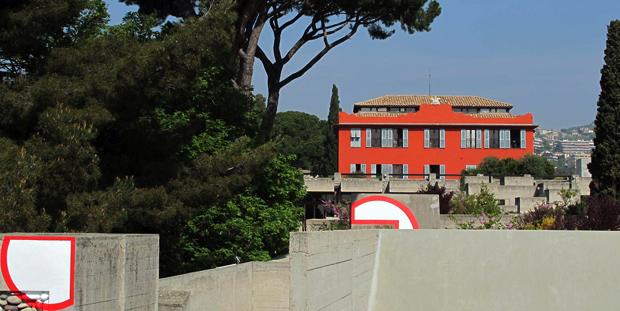 Nice - Villa Arson. Vue des terrasses sud, avec Felice Varini, Point de vue, 1988 (Coll. Cnap)