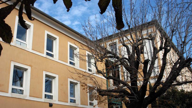Extension à la gauche du bâtiment principal