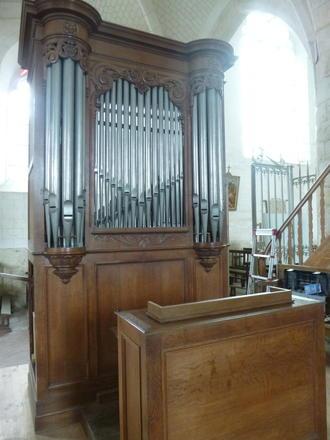 Buffet et clavier de l'orgue de l'église Saint-Sulpice de Clesles (Marne)