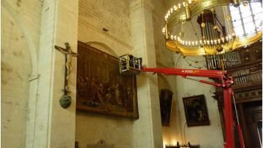 Cathédrale de Viviers - travaux préparatoires au décrochage des tapisseries