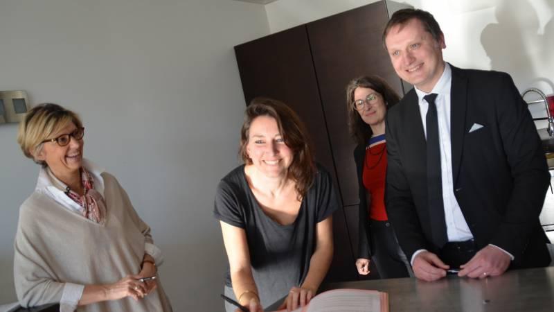 Signature de la convention de résidence de l'artiste Charlotte Charbonnel dans l'entreprise Claude Dozorme à La Monnerie (Puy-de-Dôme)