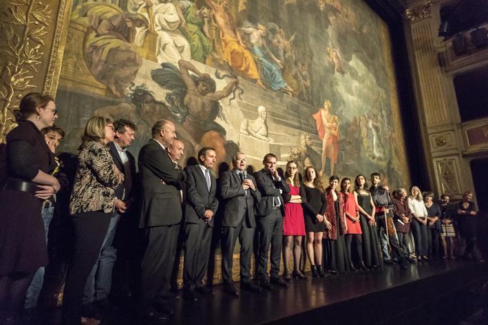 Le rideau de scène restauré du théâtre Charles Dullin de Chambéry ...