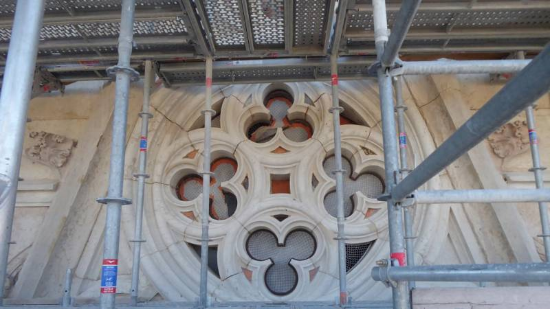 Restauration de la cathédrale de Belley - clocher balustrades hautes, les baies hautes et l'emmarchement du parvis - visite de chantier le 5 mars 2019