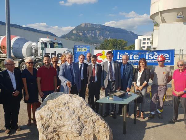 Pose de la 1ère pierre du futur bâtiment des archives départementales de l'Isère