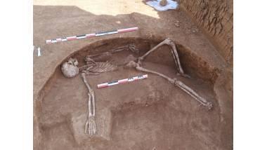 Fouille archéologique sur le Parc logistique de l'Aube à Moussey, vue d'une sépulture du Silo de La Tène A2-BI