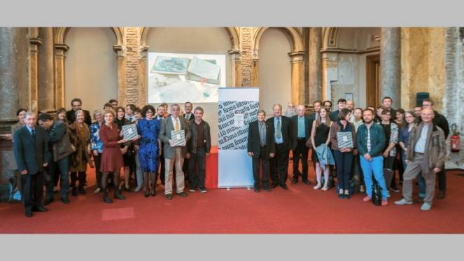 Trésors des bibliothèques et archives d'Alsace - l'éditrice entourée des auteurs