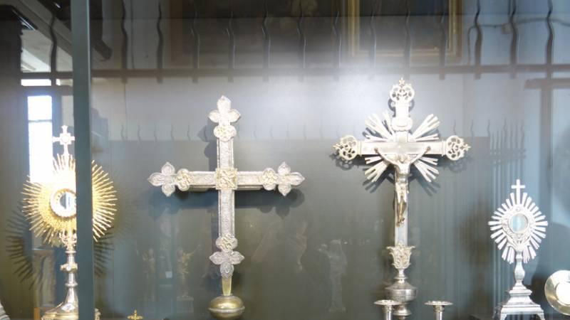 Eglise de Dienville. Vitrine d'orfèvrerie