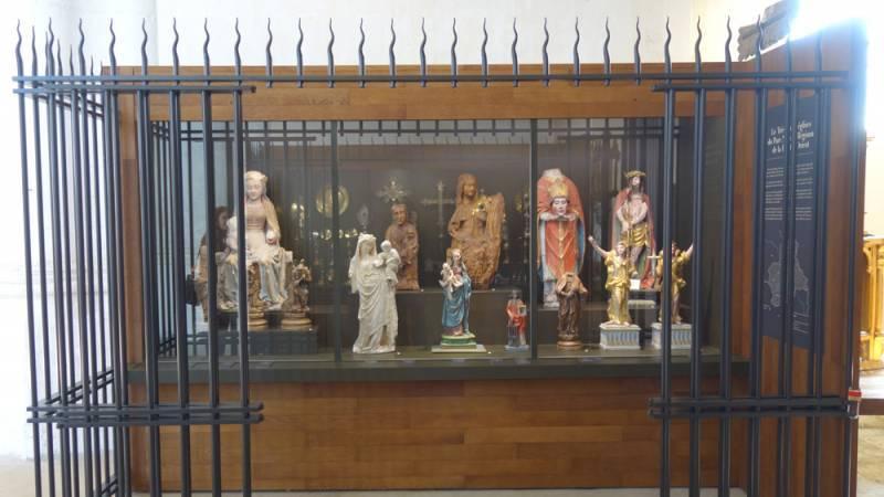 Eglise de Dienville. Vitrine sculpture