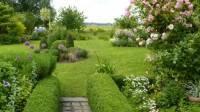 Jardin aux multiples buissons de formes différentes