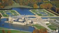 Vue aérienne du chanteau de Chantilly et de ses jardins