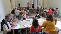 Photo d'une intervention devant un public assis.
