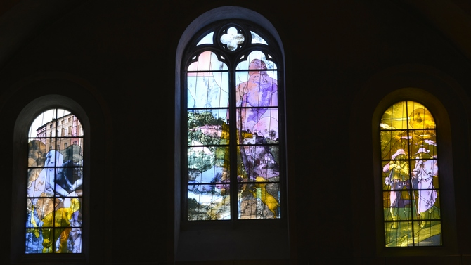 Verrières sud, baies saint Luc de la cathédrale de Cahors. Vitraux de Gérard Collin-Thiébaut, 2013