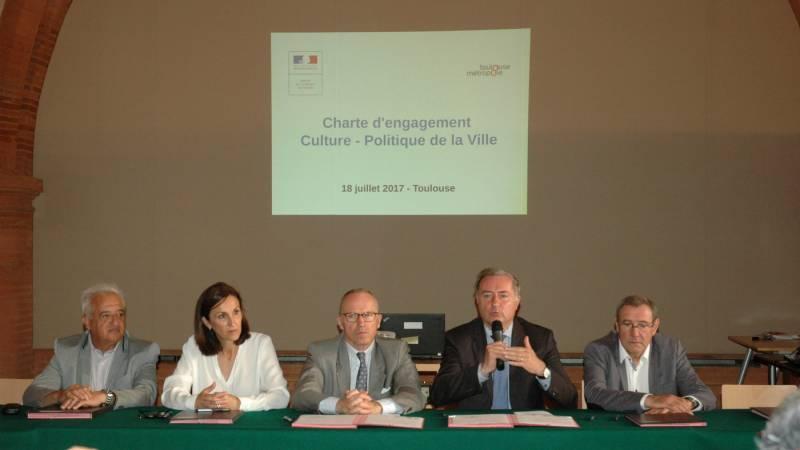 Jean-Luc Moudenc, président de Toulouse Métropole, maire de Toulouse, M. le préfet et les maires de Cugnaux, Colomiers et Blagnac