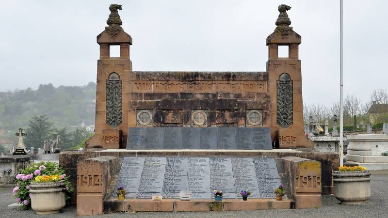 Monument aux morts de Figeac (46)