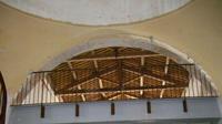 Intérieur de l'hospice : l'escalier du hall d'accueil