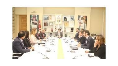 Rencontre entre les experts français et le ministre des Affaires culturelles tunisien